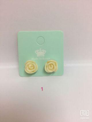 🚚 🌹玫瑰耳環🌹一副10元請截圖私訊