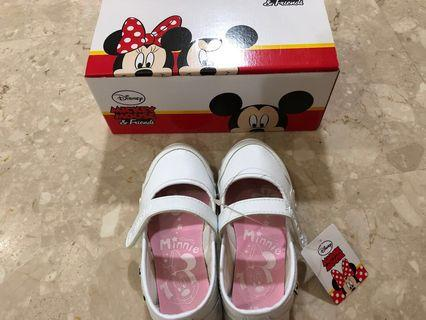 🚚 White Disney Minnie White Shoes size 19