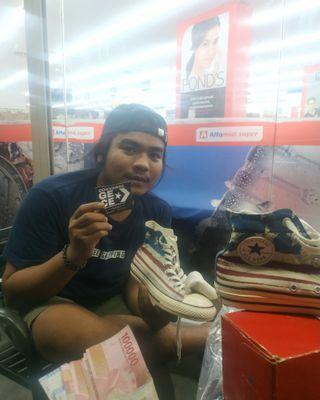 Cash on delivery converse American flag