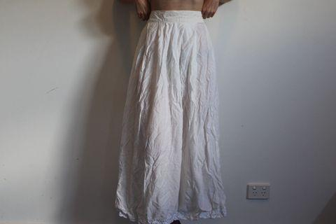 Vintage white high waisted skirt