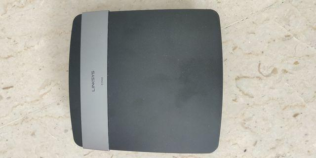 🚚 Linksys WiFi Router - E2500