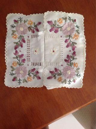 Embroidered Attractive tissue box cover (NEW)