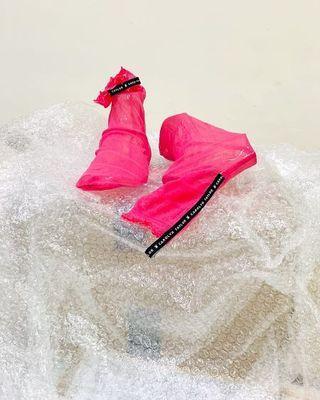 🚚 Pink socks