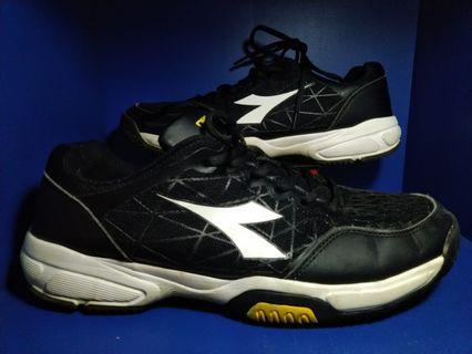 Sepatu Diadora Tenis court 16