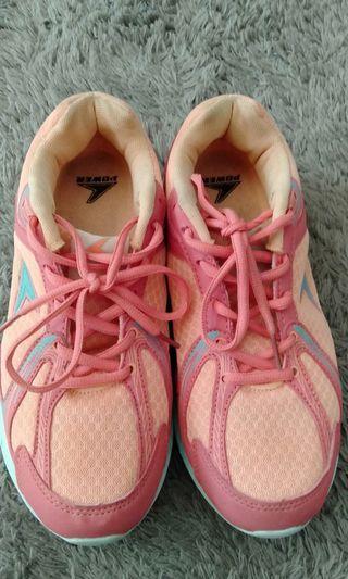 Sepatu aerobic