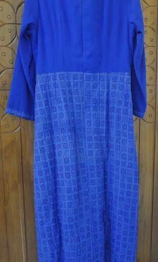 Batik embos warna biru