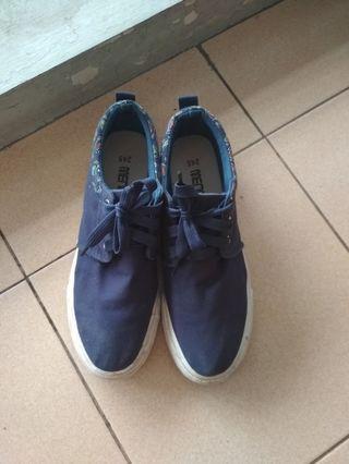 Sepatu kets navy