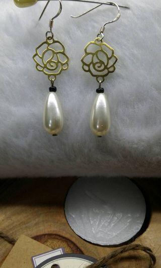 仿珍珠水滴耳環