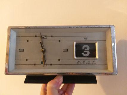 古董上鏈鐘