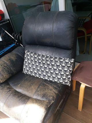 🚚 Giving away cheap sofa