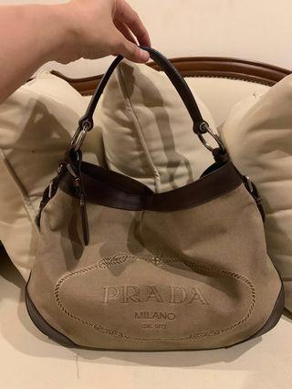 Prada, kanvas. Authentic. Tangan pertama. Good condition. Bag only.