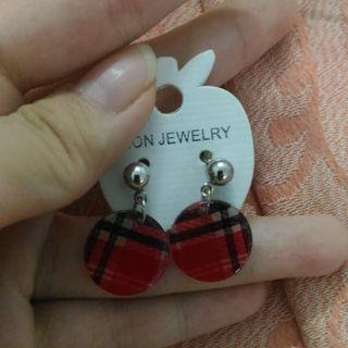 red round shape earring