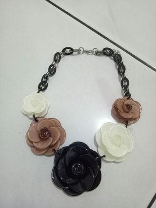 #mauthr kalung bunga