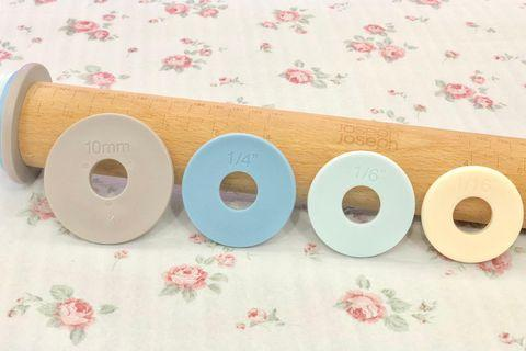 🚚 Adjustable Rolling Pin with 4 Measuring Discs
