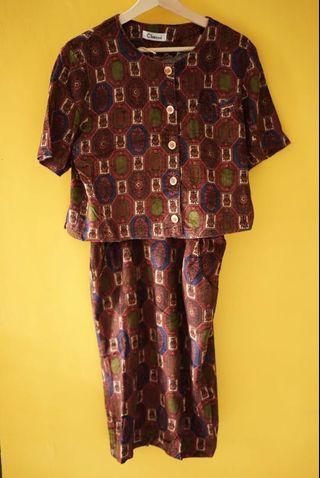 Sepasang vintage woman dress bludru.