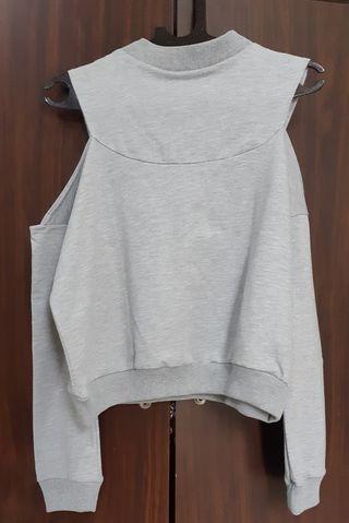ori gaudi grey top