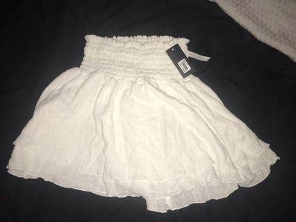 Glassons white skirt