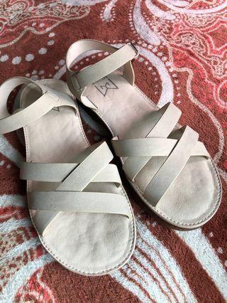🚚 MOWA涼鞋