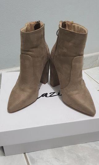 Dazie beige boots