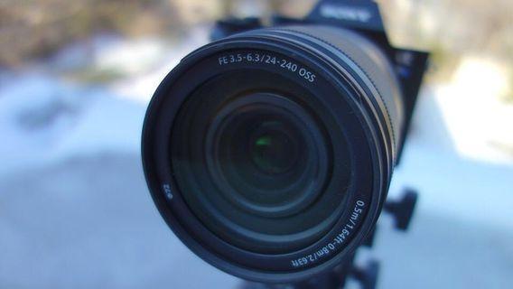 Sony FE 24-240mm F3.5-6.3 OSS | Variable Ultra-Zoom Camera Lens