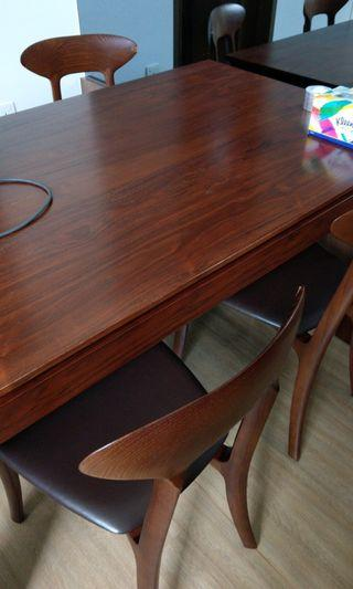 🚚 Dining Table and 4 chairs