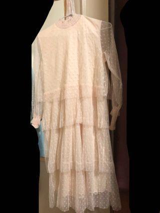 🚚 氣質薄紗 裸色 點點 長洋裝 米白