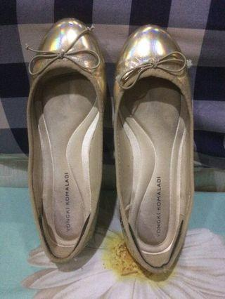 #mauthr Flat shoes gold