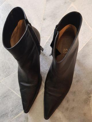 Gucci ladies leather boots s.37.5