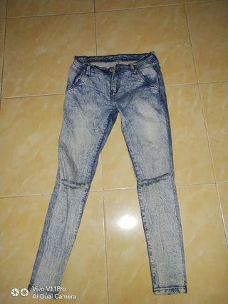 Barter/buy Riped jeans size 27-28