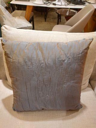 反光布料咕臣 cushion