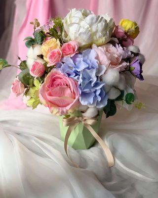 Flower vase (Artificial flower)