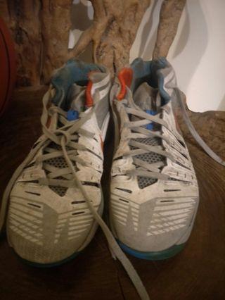 🚚 免費 Nike 正版球鞋  us9.5 (消費就送)