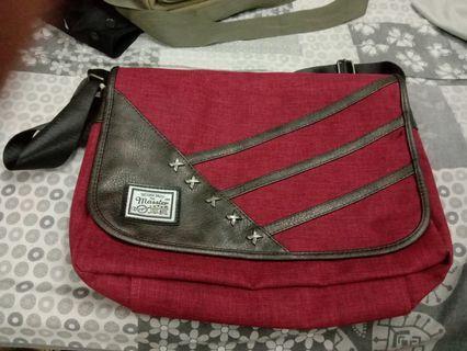 Master sling bag