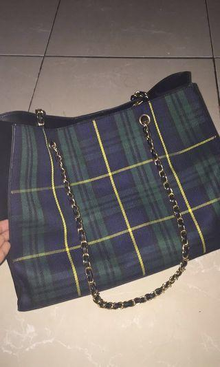 Hyca Octarina Tartan with Chain Strap Shoulder Bag Green