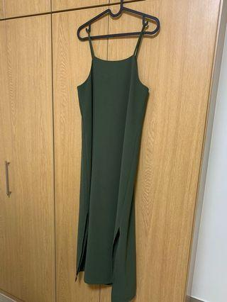 🚚 Playdress maxi dress with side slits #MRTRaffles
