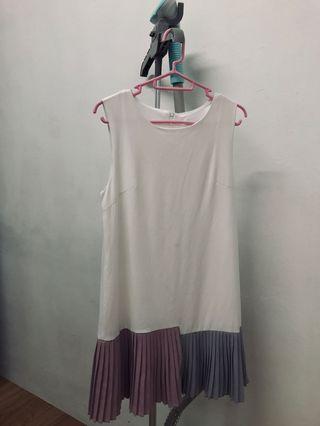 🚚 White Pleated Dress