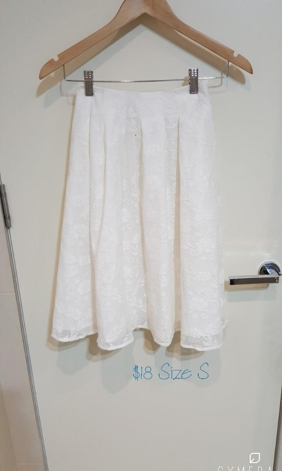 """Dazzlin"" Japanese Brand Ivory Lace Midi High Waisted Skirt (Size S)"