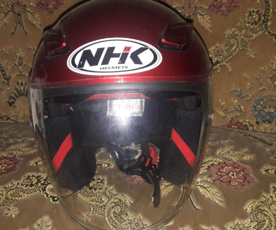 Helm NHK warna Merah