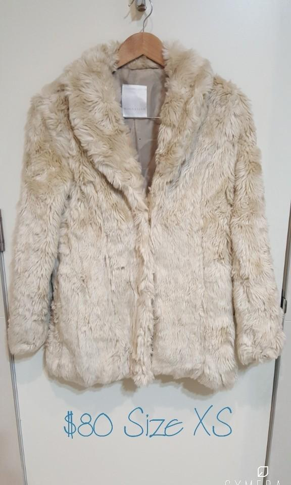 """Mercuryduo"" Stunning Japanese Brand NWT Faux Fur Beige Winter Jacket/Coat (Size XXS- XS)"
