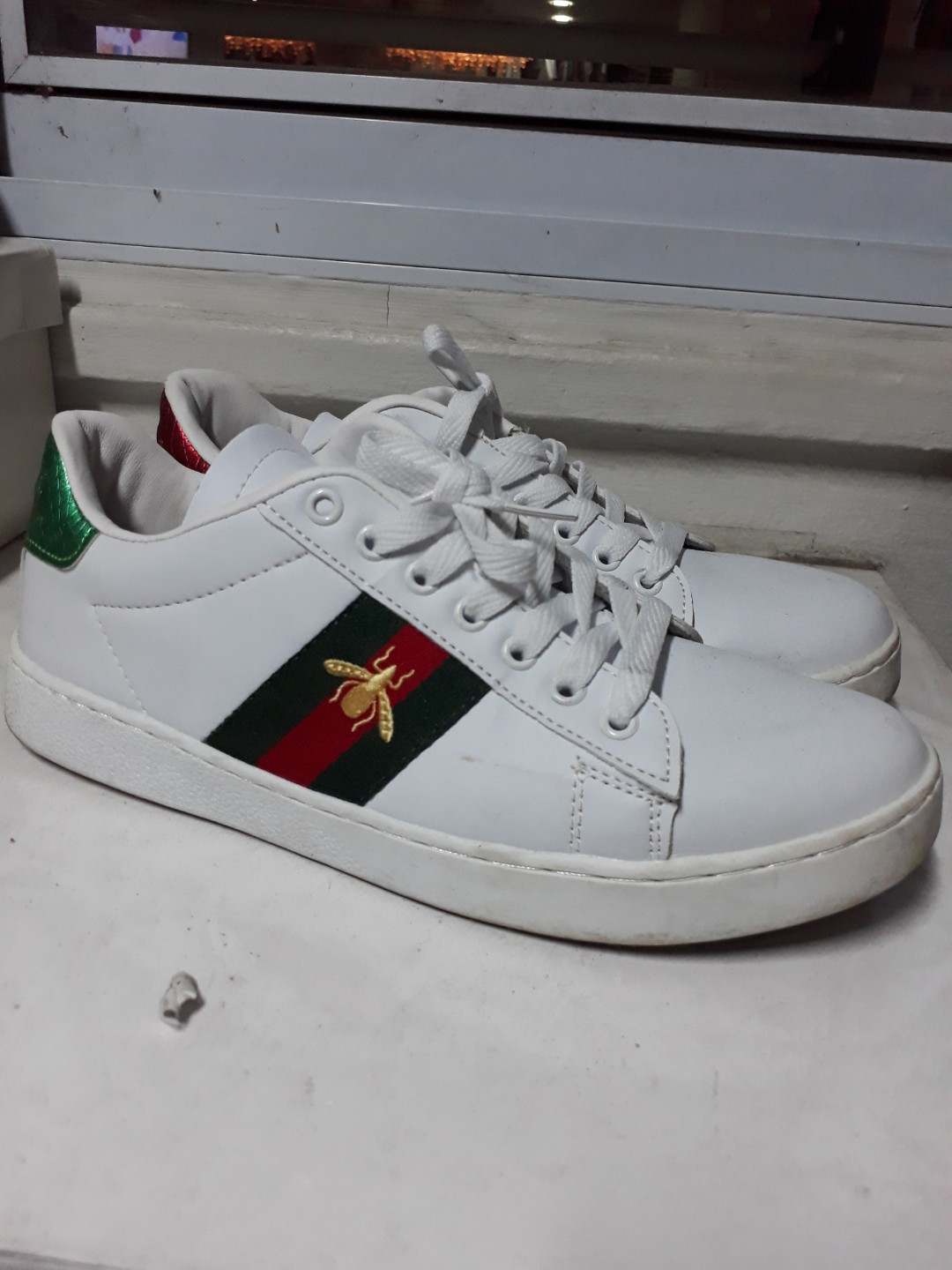 a93d8e275 N0T AUTHENTIC gucci ace bee sneakers embroidered white leather, Women's  Fashion, Shoes, Sneakers on Carousell