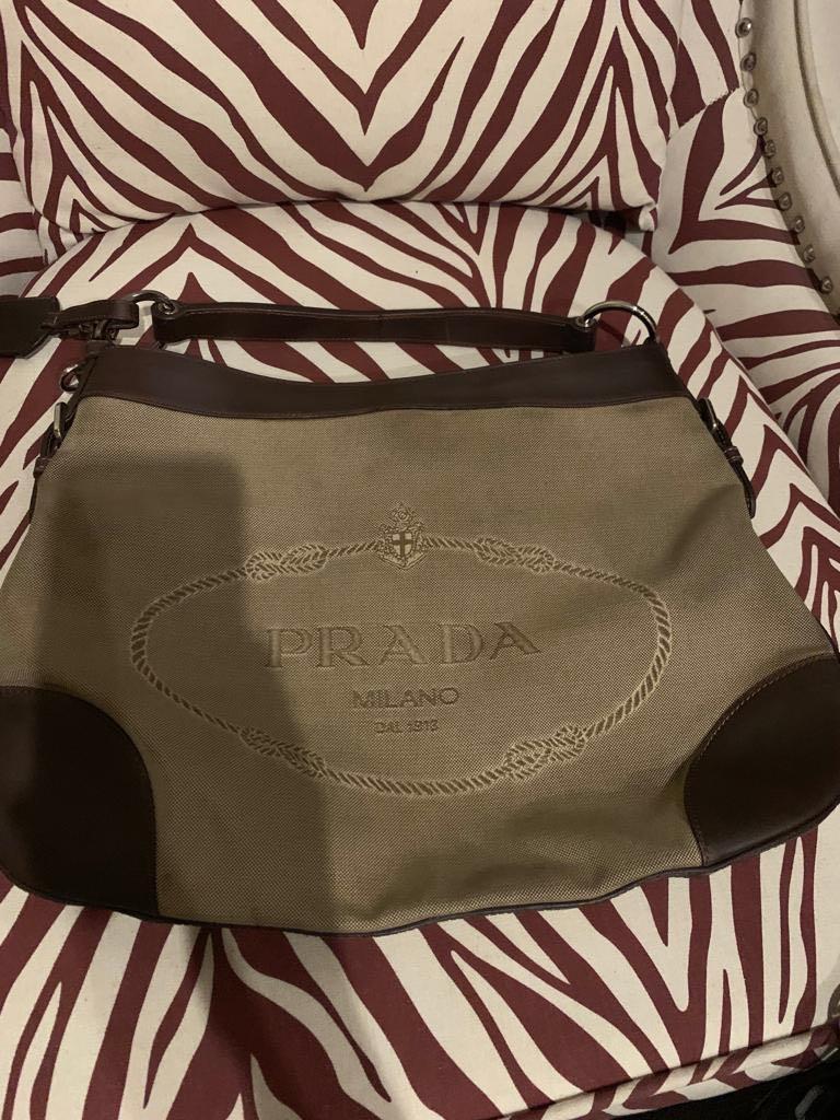 Prada, kanvas. Authentic. Tangan pertama. Good condition. Bag only.