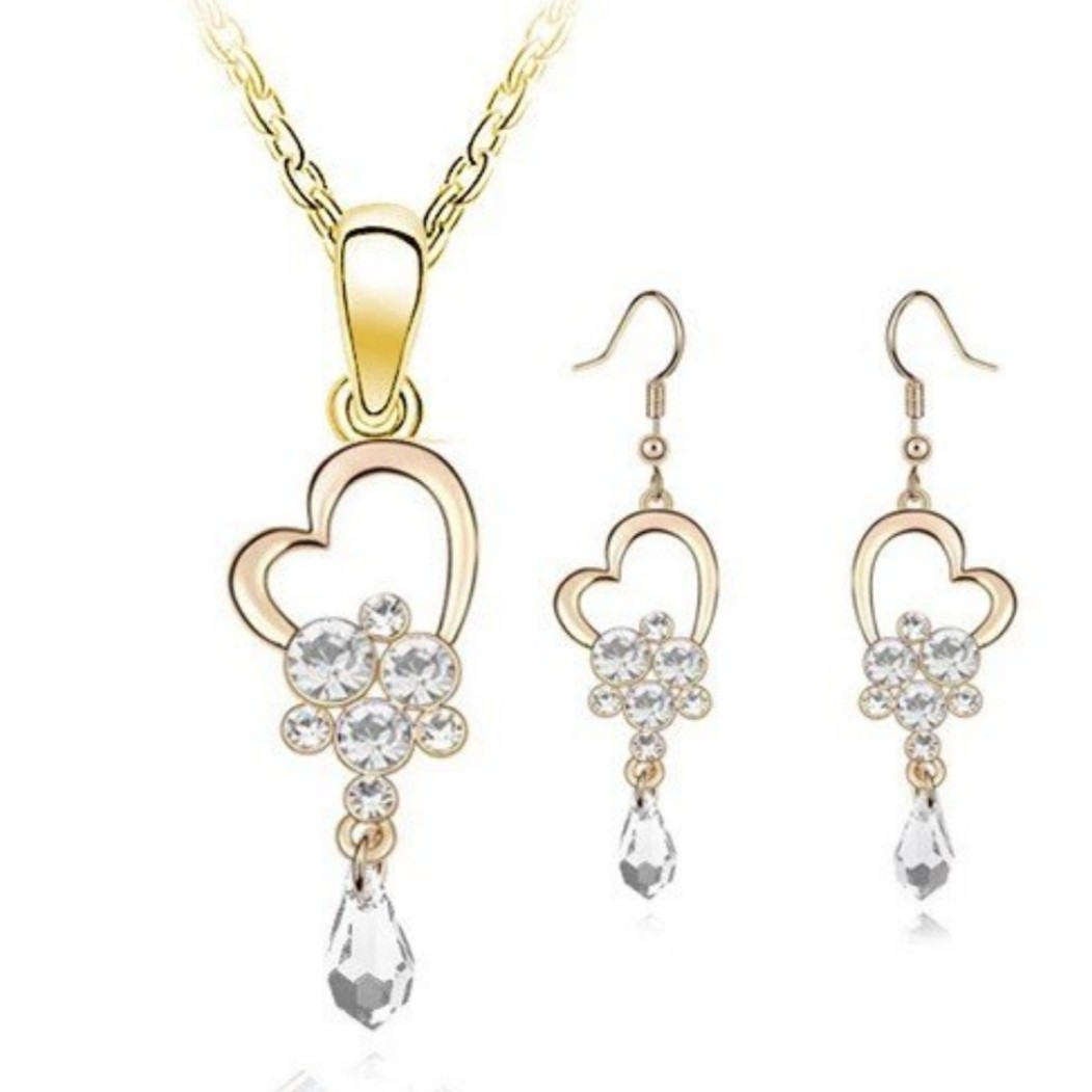 e65aa15d4 Swarovski elements crystal heart necklace earring set, Women's Fashion,  Jewellery, Necklaces on Carousell