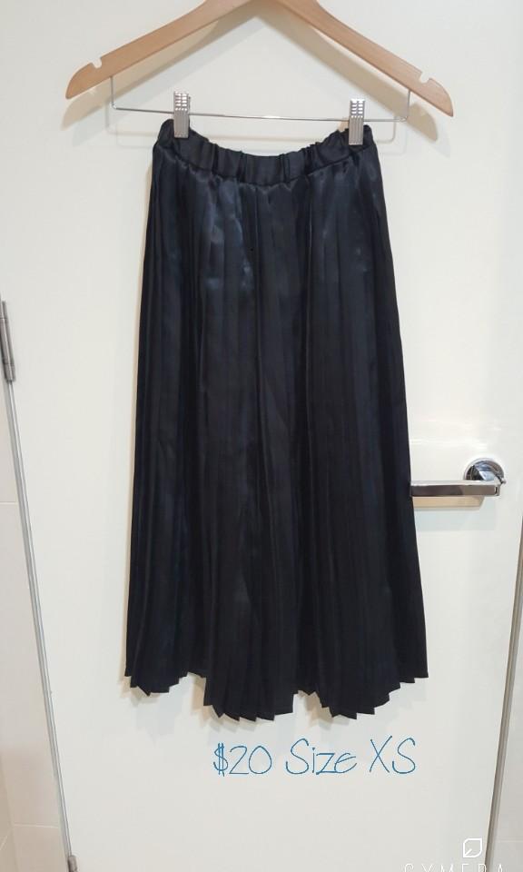 """""""Tom Boy"""" Vintage Pleated Black Satin Pleated Skirt (Size XS)"""