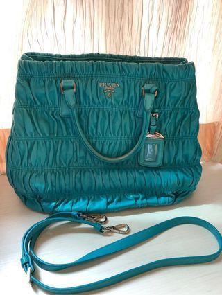 🚚 Prada Bag (Authentic)