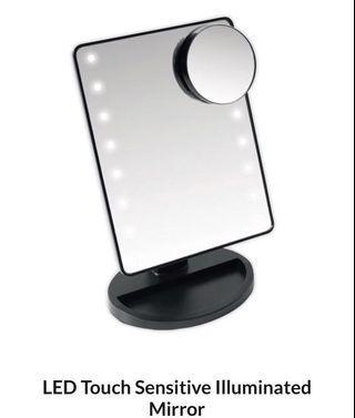 BNIB Light up makeup mirror
