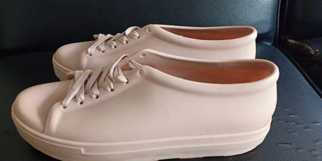 Sneakers bara bara coklat nude / jelly shoes