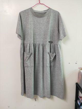 🚚 灰色洋裝