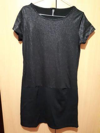 Kaos terusan hitam