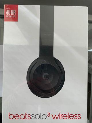 BRAND NEW BEATSSOLO3 HEADPHONES