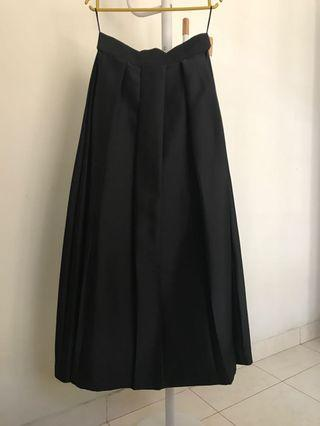 #mauthr Zaskia Sungkar Long Black Skirt